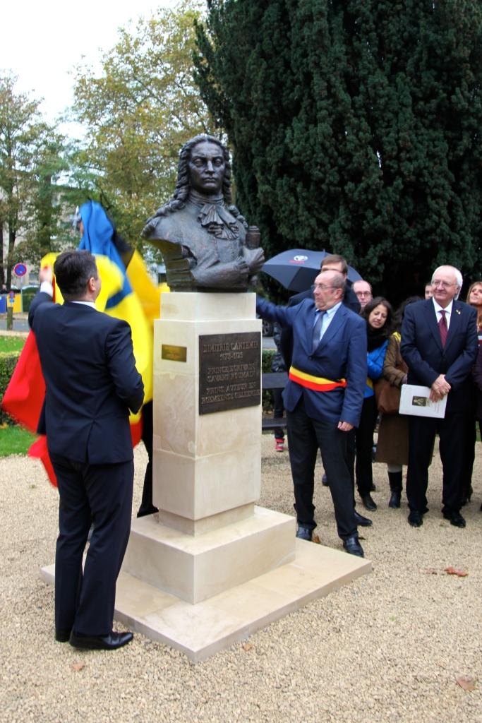 Ministrul de Externe al Romaniei, Titus Corletean si Primarul Comunei Anderlecht, Eric Tomas dezvelind Bustul lui Cantemir in Bruxelles