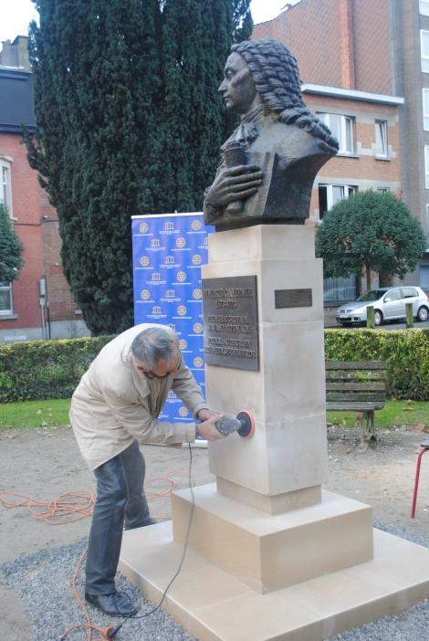 Sculptorul, ultimele retusuri